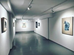 wernisaz-wystawy-magdaleny-cybulskiej-moja-skora-xanadu-galeria