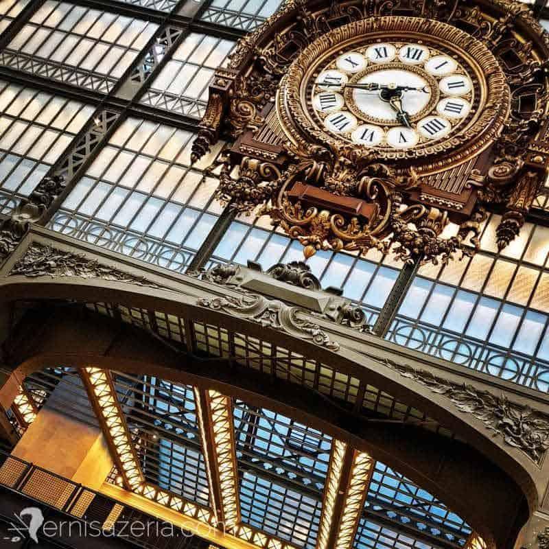 Wernisazeria-zegar-dworcowy-Muzeum-Orsay