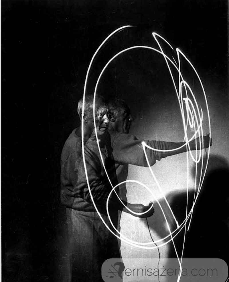 Gjon-Mili-Pablo-Picasso-Drawing-with-Light-LIFE-Photo-Collection
