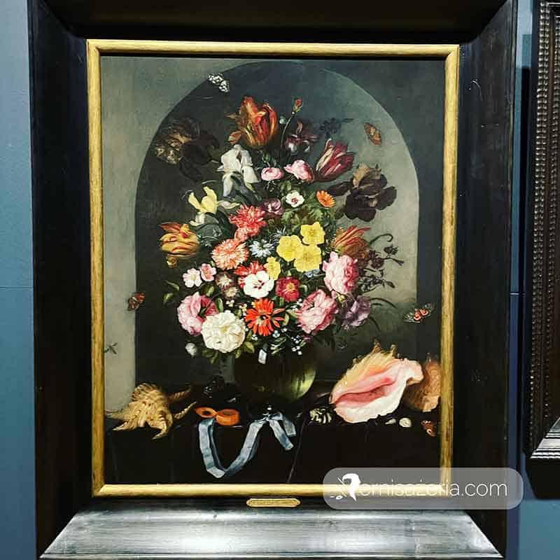 Pieter van de Venne Kwiaty w wazonie z muszlami i zegarkiem